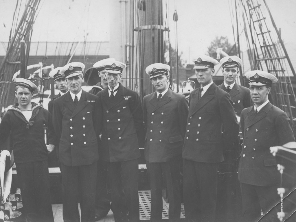 "Officers of ""Discovery"", 1929-30 DUNIH 1.533"
