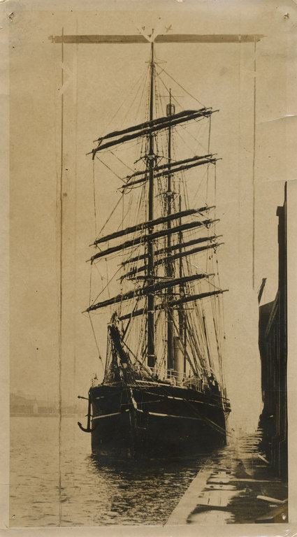 The Discovery moore at unidentified wharf SCO 30