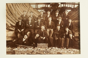 Image of Apprentice shipwrights, Panmure Yard DUNIH 19