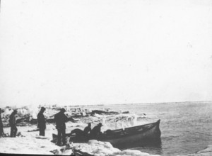 Image of Antarctica and small boat ROY.30.4.40