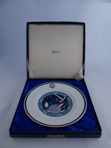 Image of Dinner Plate produced for Discovery Space Shuttle Expedition DUNIH 2016.23.2.1