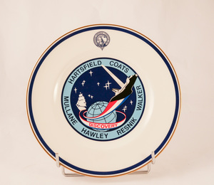 Image of Dinner Plate produced for Discovery Space Shuttle Expedition DUNIH 2013.35