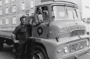 Image of Photograph of jute stowers- Chic Findlay and unknown driver DUNIH 2018.28.25