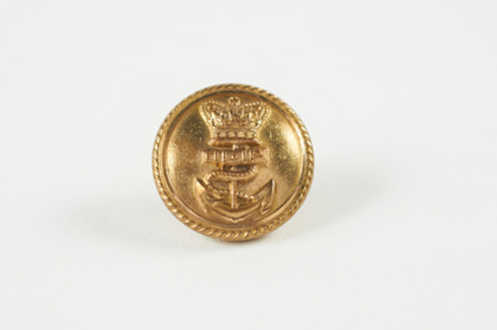 Capt. Scott's dress uniform button W 79.133.45.2