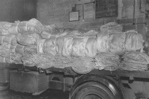 Image of Dispatching jute sacks by lorry DUNIH 2008.8.23