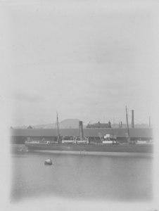 Image of Photograph of ships at Dundee harbour DUNIH 2009.26.1