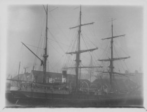 Image of Ship at Dundee harbour DUNIH 2009.26.10