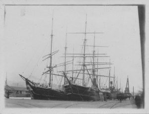 Image of Ships at Dundee harbour, Discovery and Esquimaux DUNIH 2009.26.11