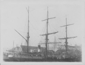 Image of Ships at Dundee harbour DUNIH 2009.26.9