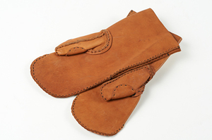 Image of Mittens belonging to Captain Colbeck DUNIH 207