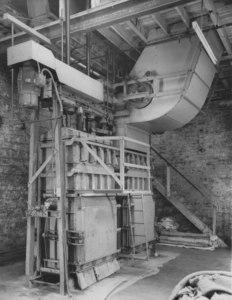 Image of Swivel Box Trampler Press. DUNIH 353.8