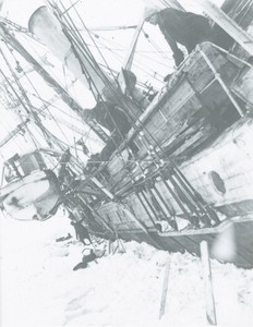 Image of Listing Endurance and three members of her crew ROY.30.1.63