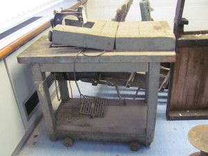Image of Sewing machine table DUNIH 2015.70
