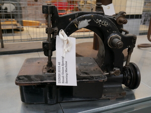 Image of Sewing Machine DUNIH 2015.46