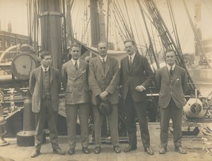 Image of Scientists from Oceanographic Expedition on deck of Discovery DUNIH 2017.2.51