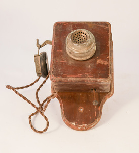 Image of Telephone in wood case DUNIH 2010.13