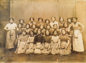 Image of Group of Weavers from Bowbridge Works, circa 1900s DUNIH 2017.27